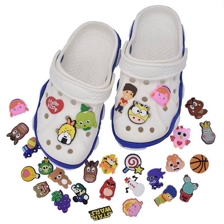 CROCS Hole Shoes Shoes Flower Shoes Buckle PVC Soft Rubber Shoes Buckle Zhibixing Garden Shoes Shoes Accessories Random Mix-