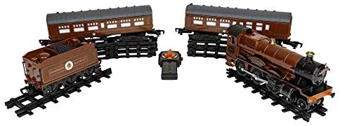 Lionel Hogwarts Express Battery-powered Model Train Set Ready to Play with Remote: Toys & Games