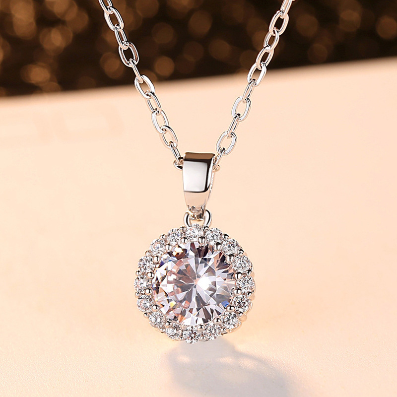 Disc Micro-inlaid Round Zirconium Necklace