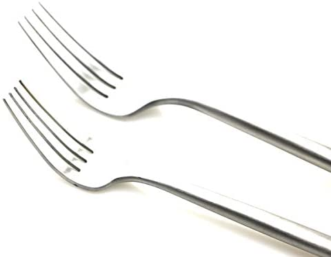 Gugrida 20 Pieces Matte Flatware Set, 18/10 Stainless Steel Cutlery Sets Including Knife Fork Spoon w/ Drinking Straw, Silverware Sets Service for 4 (20-Piece, Matte Silver): Flatware Sets